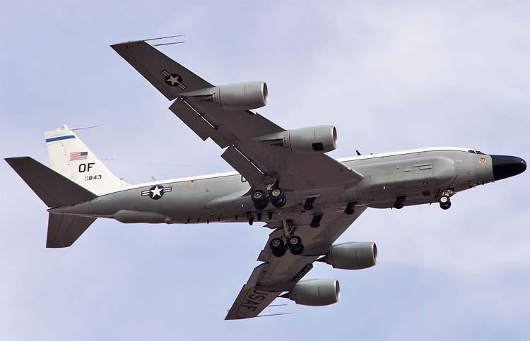 Boeing RC-135V ВВС США дежурит вблизи Керчи