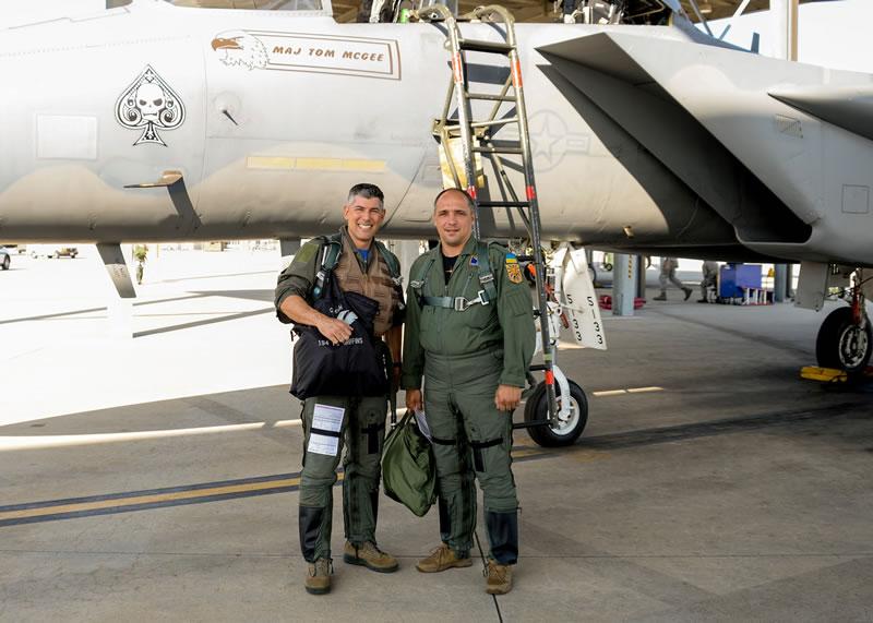 Украинские летчики осуществили ознакомительные полеты в Калифорнии