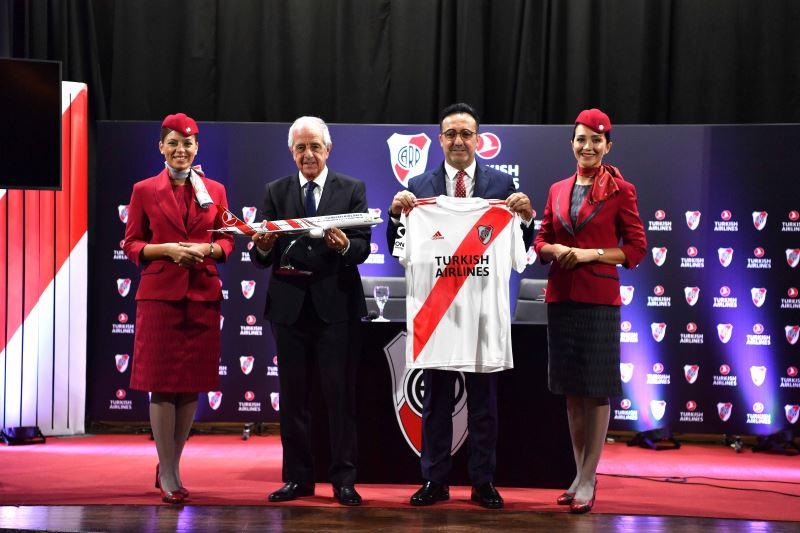 Авиакомпания Turkish Airlines и футбольная команда «Ривер Плейт» объявили о заключении партнерского соглашения на совместной пресс-конференции в Аргентине