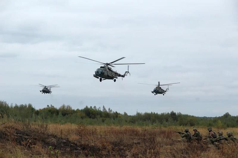 На Житомирщине летчики армейской авиации выполнили летно-тактические задачи в ходе проведения учений