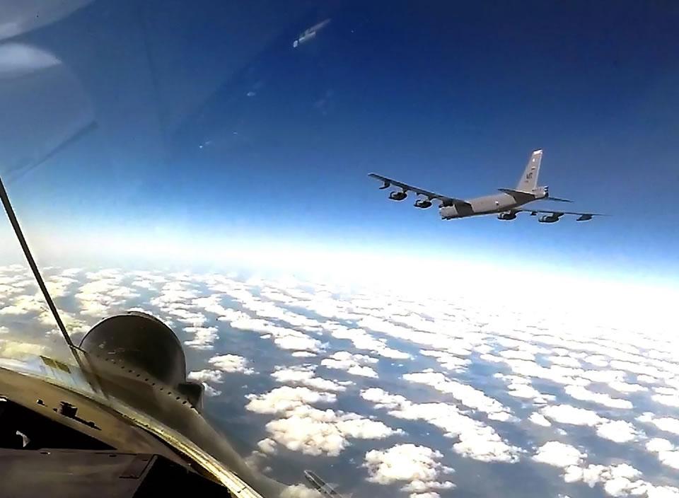 B-52 провели очередное дежурство в украинском небе