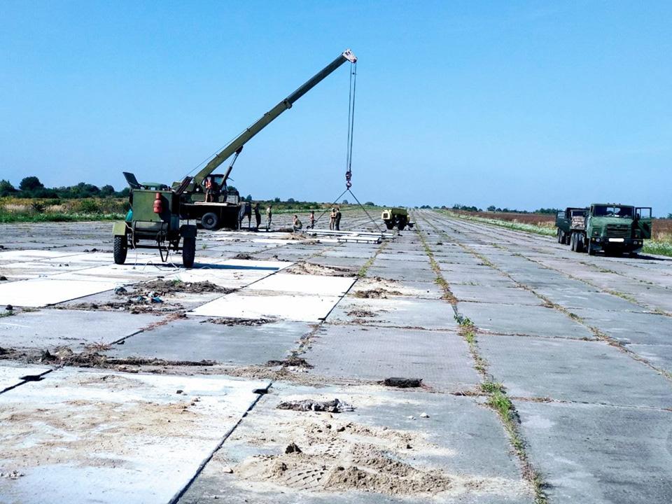 В Дубно восстанавливают аэродром
