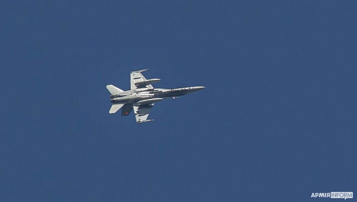 Объединенные усилия - 2021: в небе истребители Су-27 и CF-18 Hornet