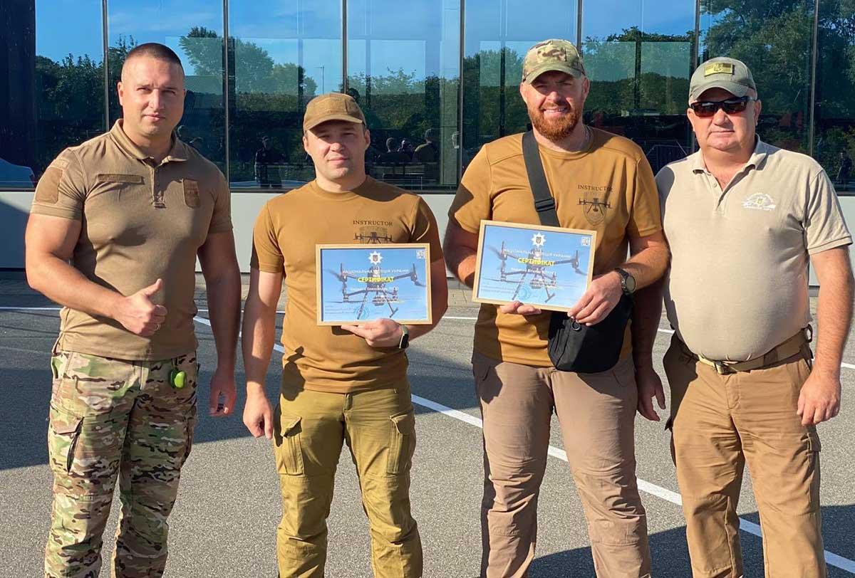 Новые пилоты Нацполиции получили летные книжки