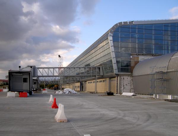 Во Львове установили аэромосты для Boeing 767