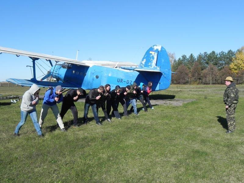 Проверено на себе: как новичков учат прыгать с парашютом