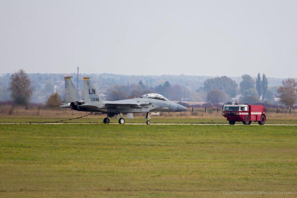 """F-15 совершил аварийную посадку во время учений """"Чистое Небо"""""""