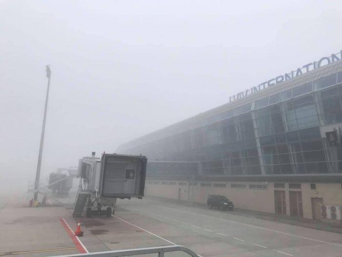 В аэропорту Львов не смогли сесть два самолета из-за плохой погоды