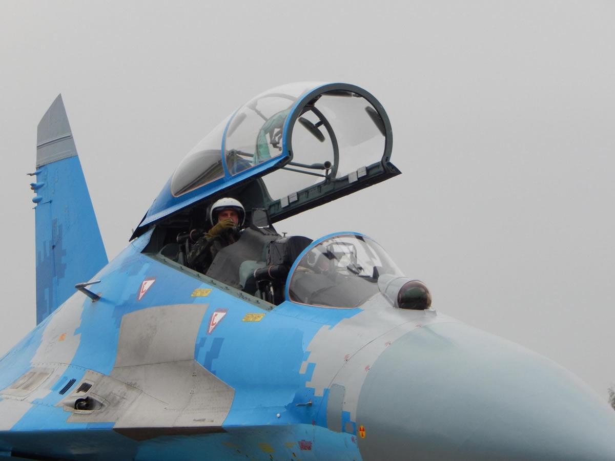Миргородские летчики готовятся к воздушным боям в составе пары