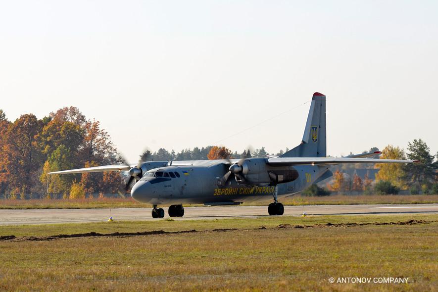 ГП «АНТОНОВ» вместе с украинской военными отметили юбилейные даты создания легендарных АН-24 И АН-26