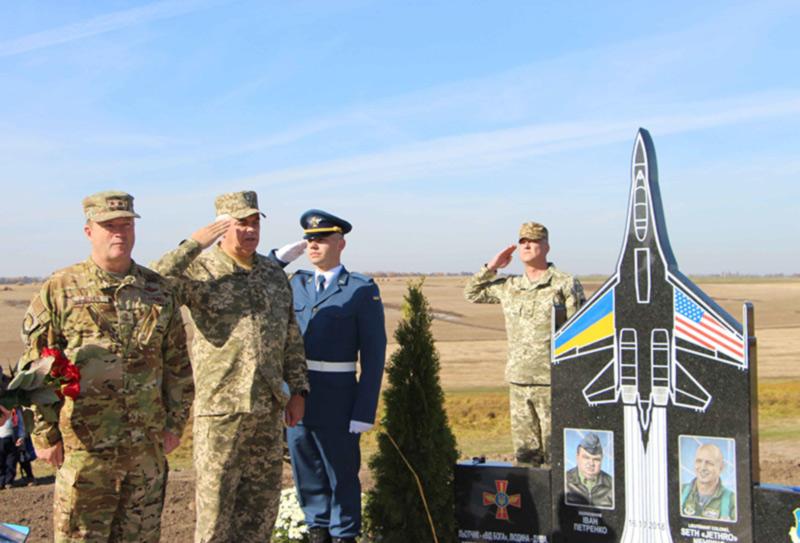 В Винницкой области открыт памятник погибшим в авиакатастрофе летчикам