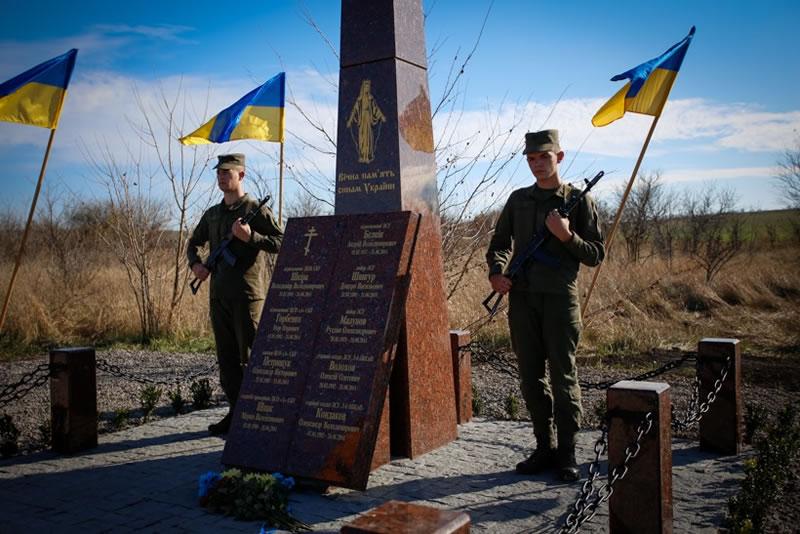 На месте падения Ми-8 под Славянском открыт мемориал
