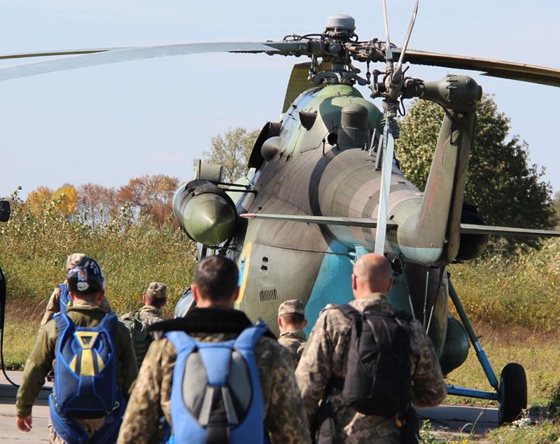 Поисково-спасательная служба армейской авиации получает снаряжение