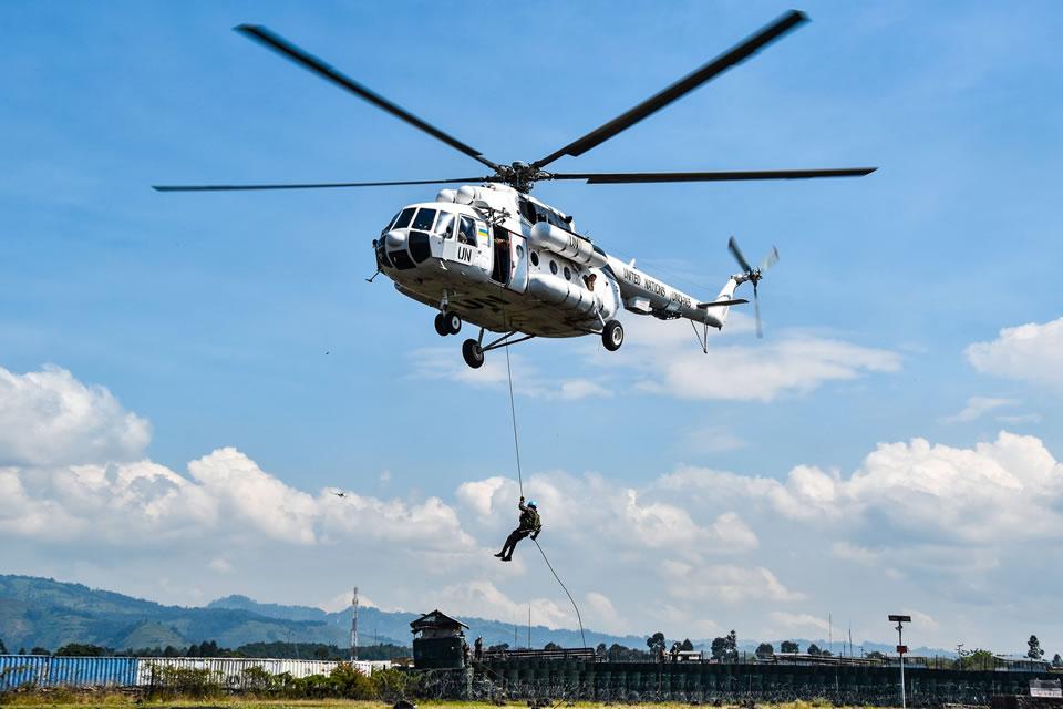 Украинские вертолетчики в Конго отработали десантирование совместно с военными Гватемалы