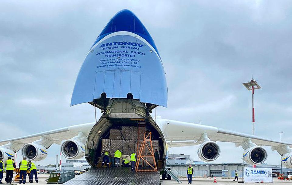 Ан-225 успешно доставил 110 тонн медицинского груза в Австрию из Китая