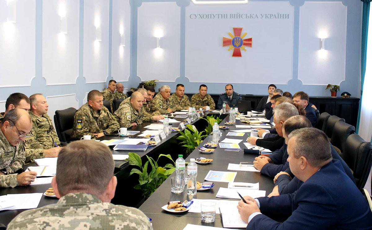 Командование ВСУ встретилось с разработчиками вертолетов