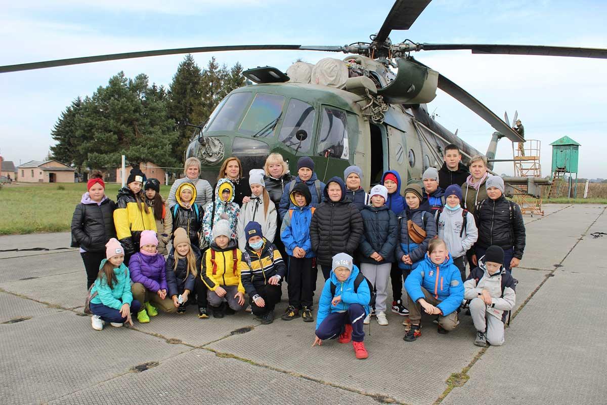 В бригаде армейской авиации провели экскурсию для школьников