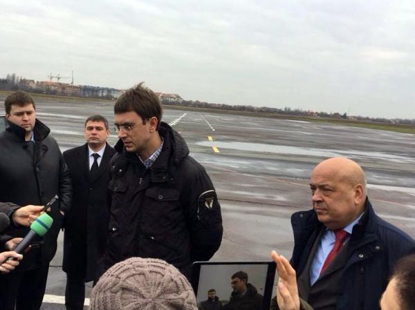 Аэропорт Ужгорода имеет неплохие шансы заработать уже весной, - Владимир Омелян.