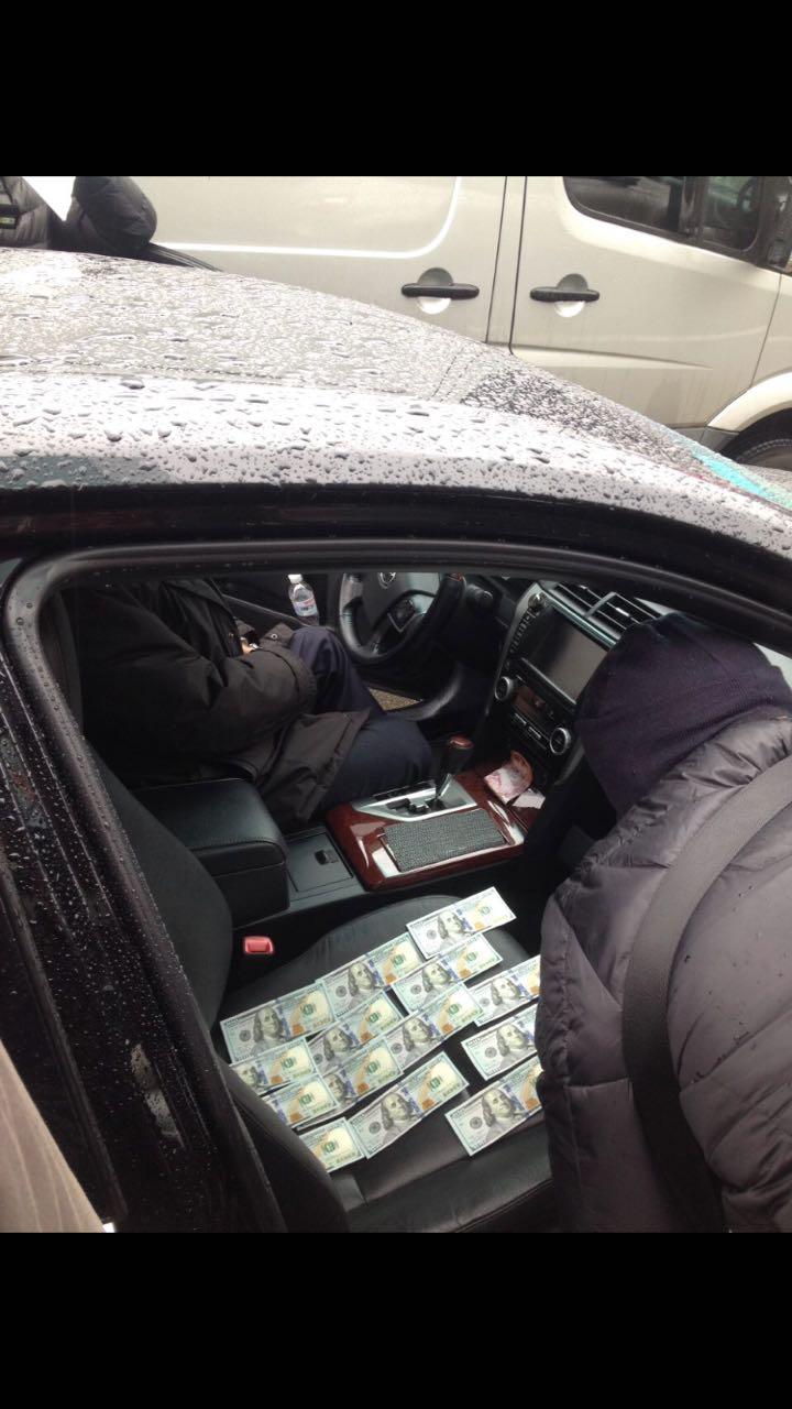 В Киеве на взяточничестве пойман руководитель одного из управлений Госавиаслужбы Украины (Фото)