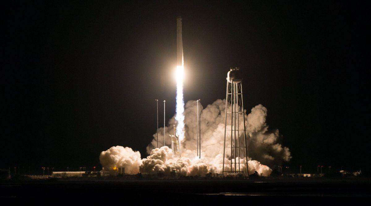"""NASA успешно запустило ракету-носитель """"Антарес"""""""