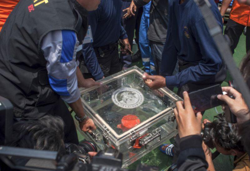 Пилоты Lion Air пытались вернуть контроль над самолетом