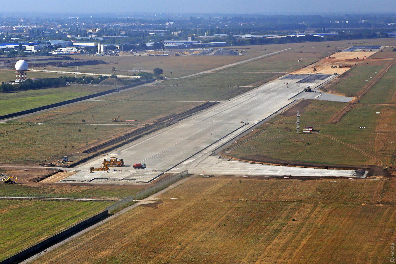 «Взлетку» Одесского аэропорта планируют продолжить строить в марте
