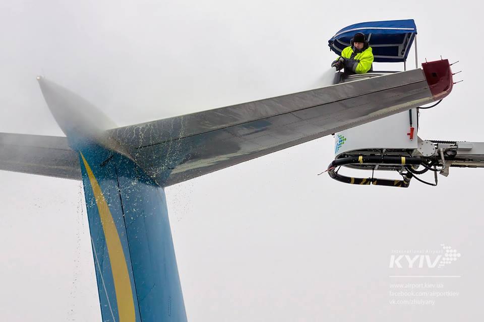 """Аэропорт """"Киев"""" рассказал, как борется со снегом"""