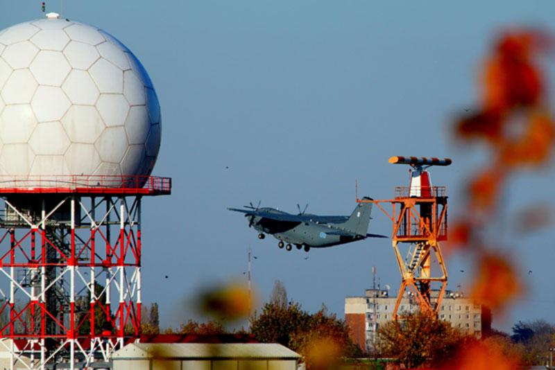 Зеленский подписал закон о размещении средств навигации на землях обороны