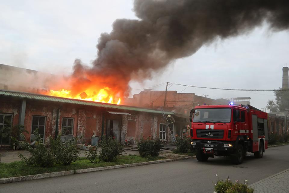 В Днепре горел завод, производящий авиакомплектующие