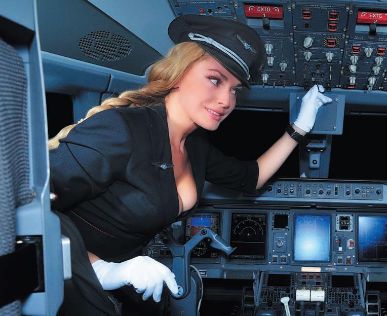 Авиакомпания WINDROSE  представила неординарный сюжетный календарь на 2011 год  с участием звёзд