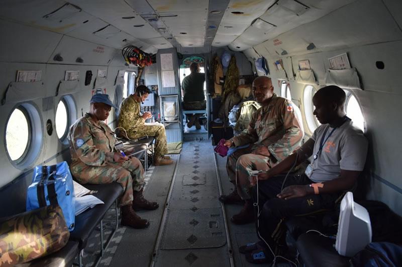 Украинские вертолетчики-миротворцы ООН в ДР Конго спасли военного из Малави
