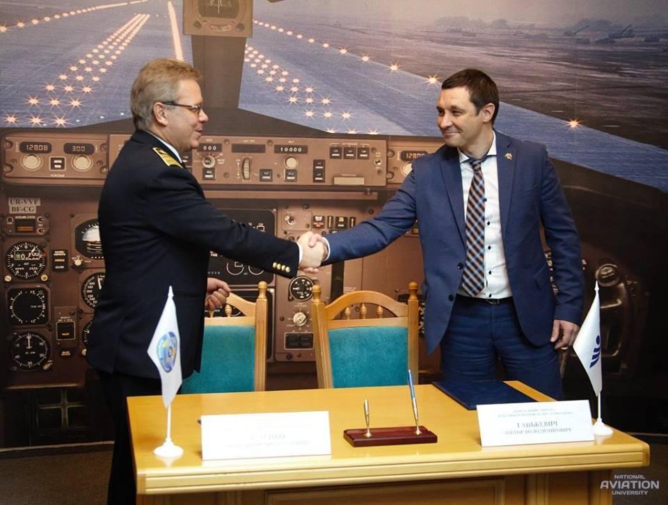 НАУ и Завод 410 ГА подписали Договор о партнерстве и сотрудничестве