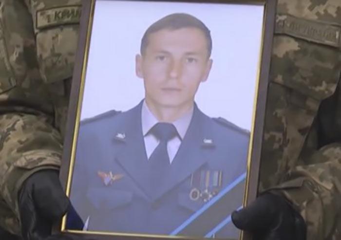В Шостке провели в последний путь пилота, погибшего в авиакатастрофе (видео)