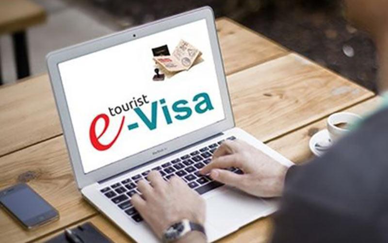 В международных аэропортах прекращают оформление виз