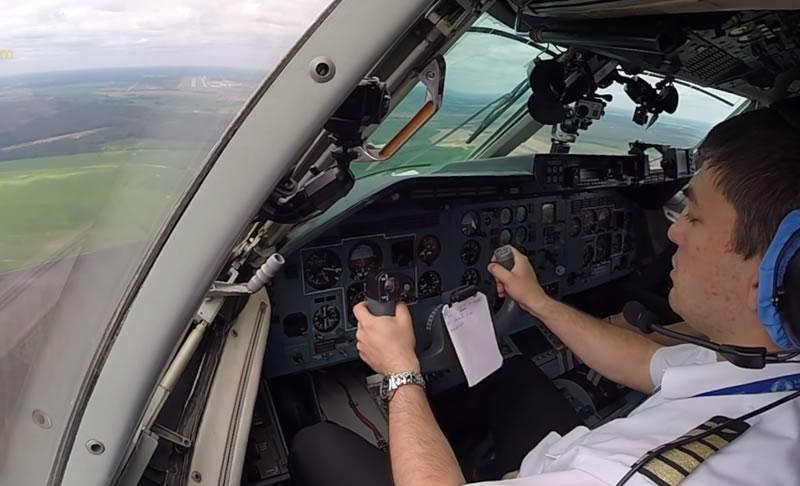 Посадка Ан-140 в Минске