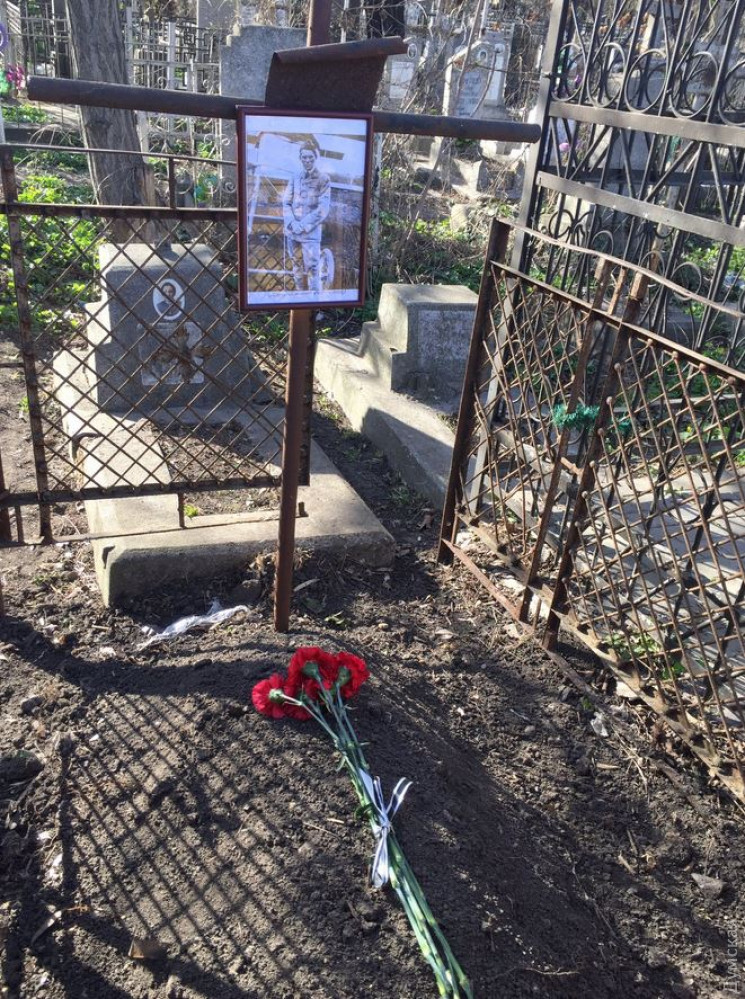 Французским авиаторам, погибшим в Одессе, установили памятник