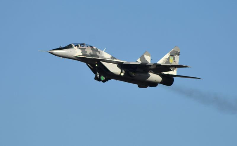 В Василькове молодые лейтенанты Воздушных Сил летали на МиГ-29