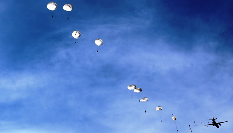 Десантники прыгали с Ан-26
