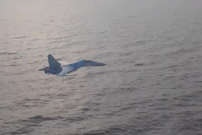 """Су-27 сопровождают ракету """"Нептун"""""""